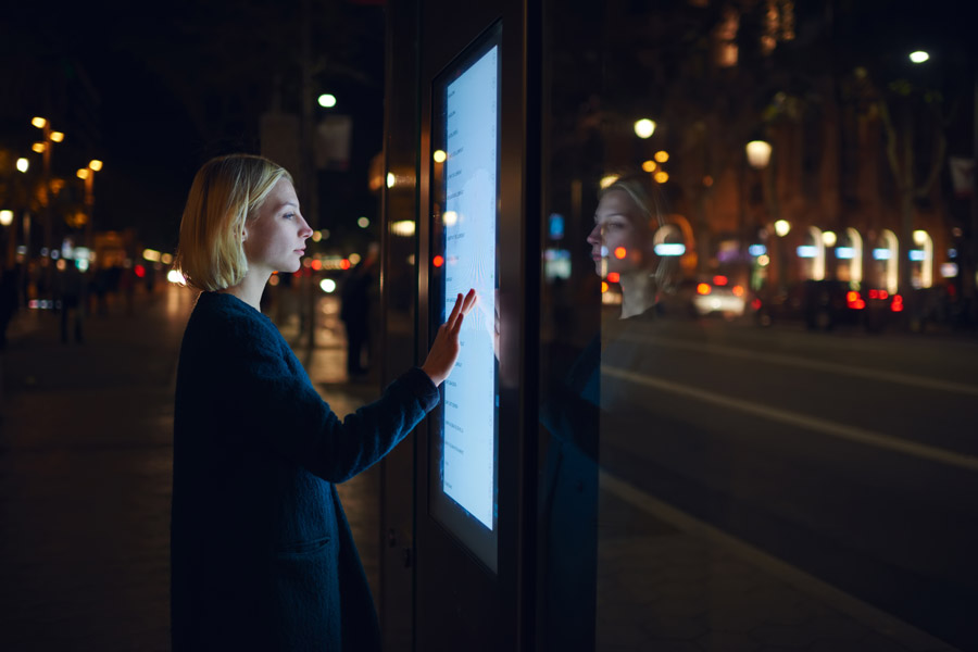 digital-interactive-display-comark